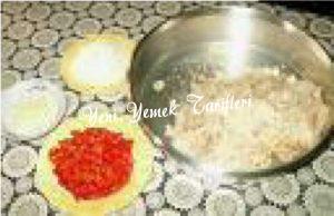 Yufka Kırıklarından Ekmek Salatası