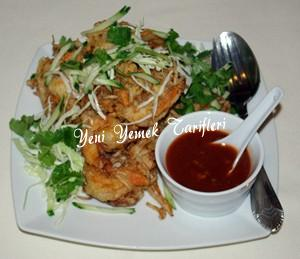 Soslu Karides Salatası